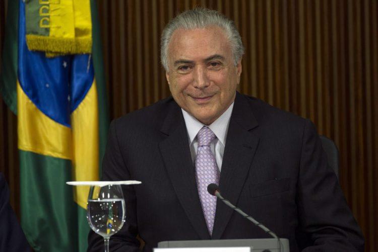 Presidente do Brasil diz que não renuncia e descarta mudanças no Governo