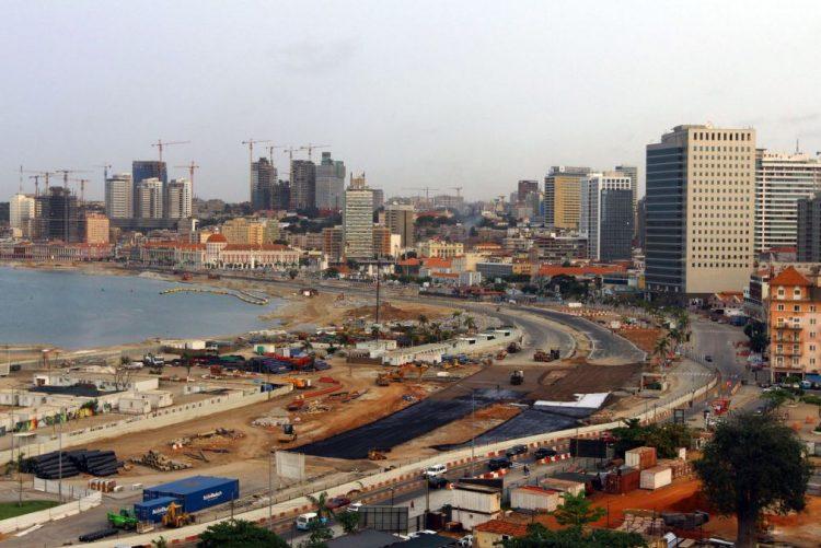 Preço do dólar no mercado de rua de Luanda estável há dois meses