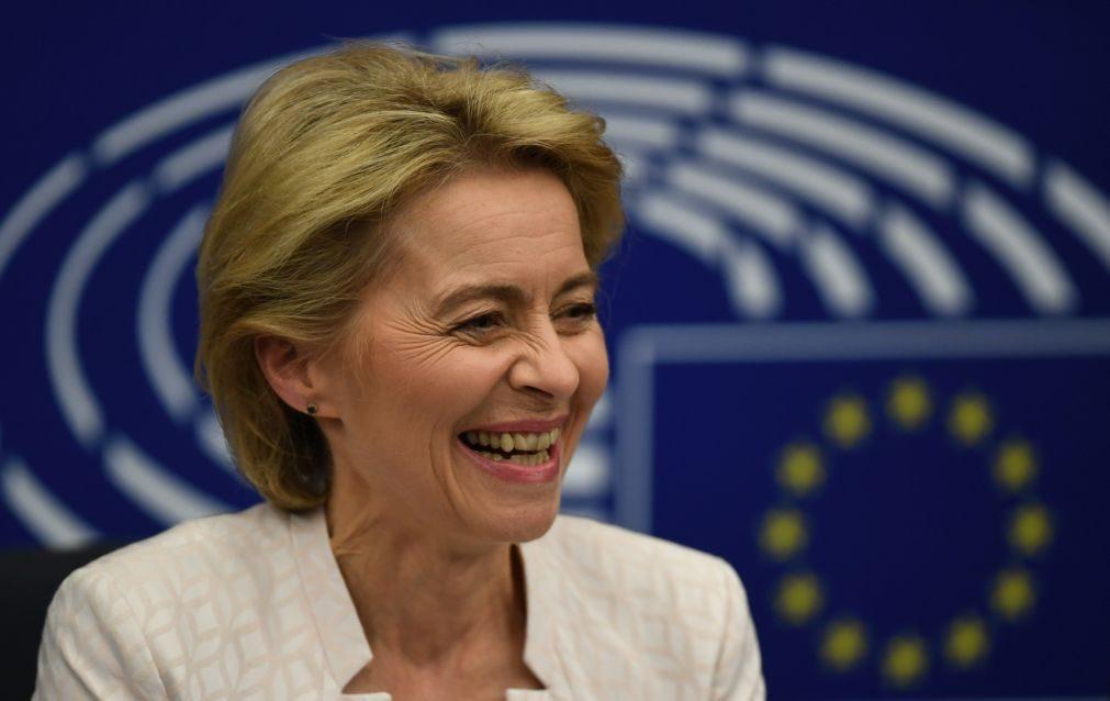 Merkel felicita Von der Leyen, uma