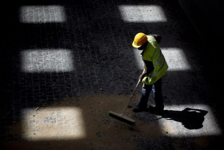 Valor dos concursos públicos sobe 33% em novembro - barómetro obras públicas