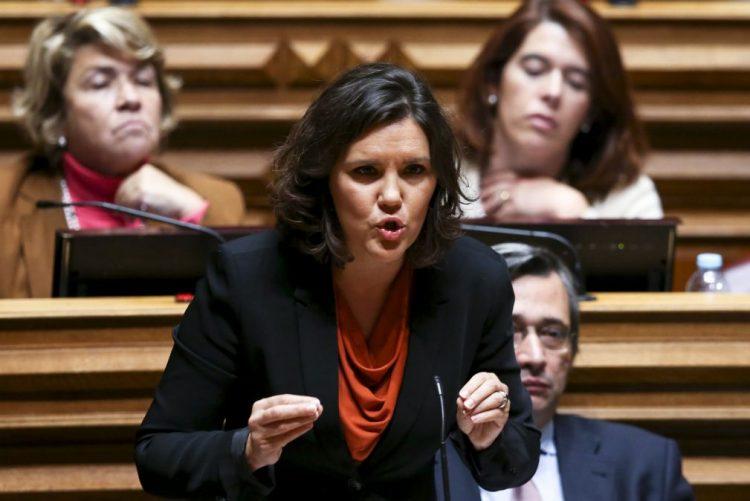 Cristas diz que impostos e degradação de serviços pagaram permanência no poder de Costa