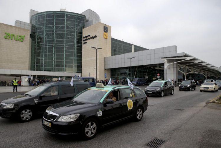 Taxistas contra falta de contingentes para Uber e Cabify