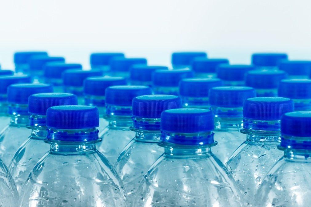 Devolução de garrafas de plástico vai dar descontos