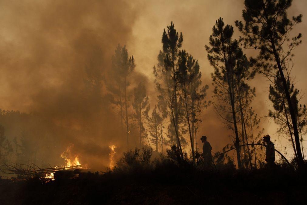 Altas temperaturas dificultam combate aos incêndios