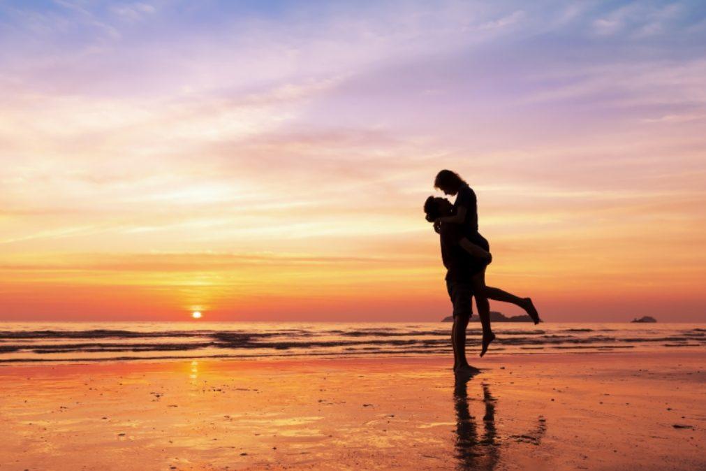 Pessoas atraentes têm dificuldade em manter relacionamentos longos