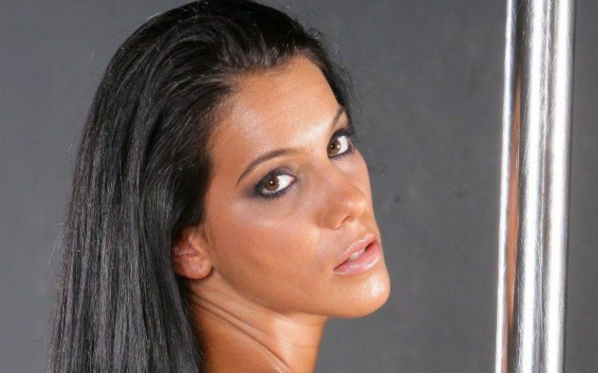 Ex-concorrentes de reality show rendidas Tratamento que aumenta o rabo deixa mulheres prontas para o verão