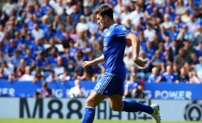 Harry Maguire assina pelo Manchester United