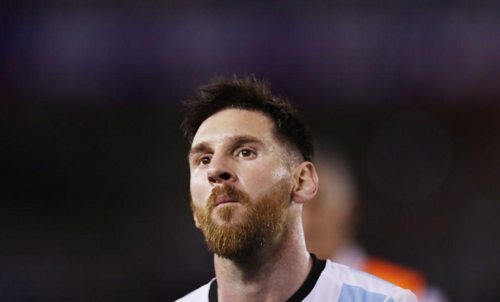 Messi suspenso por quatro jogos por