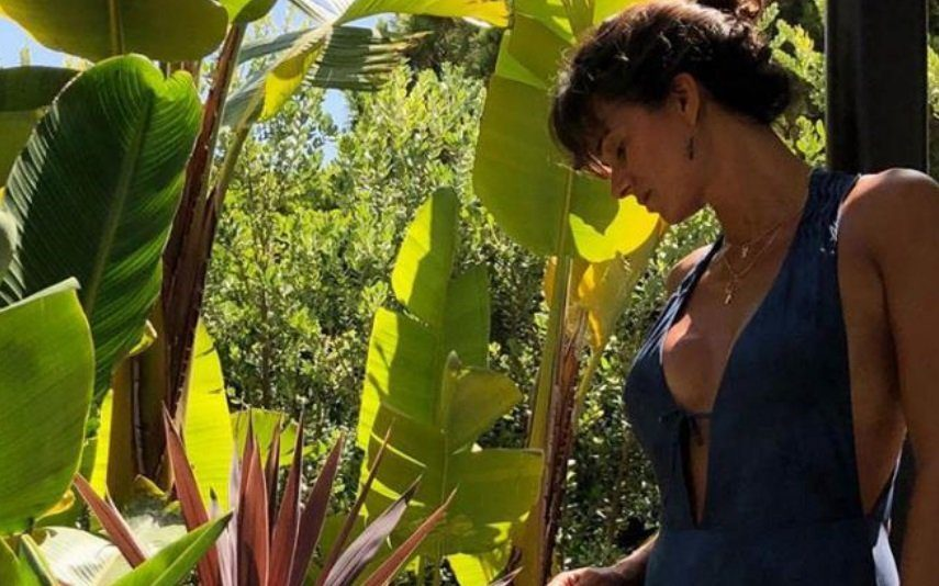 Cláudia Vieira exibe corpo escultural Onde anda a barriga de quatro meses de gravidez?