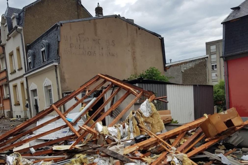 Tornado no Luxemburgo provoca vários estragos, Portugueses com casas destruídas (vídeo)