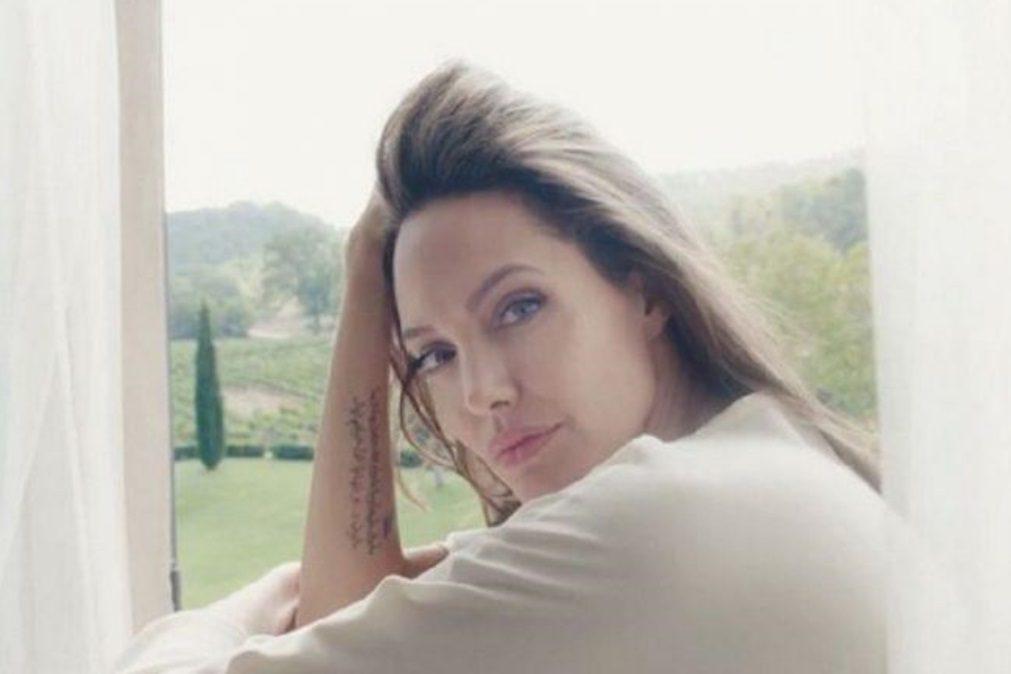 Eis a rotina de beleza de Angelina Jolie que consiste em apenas um produto