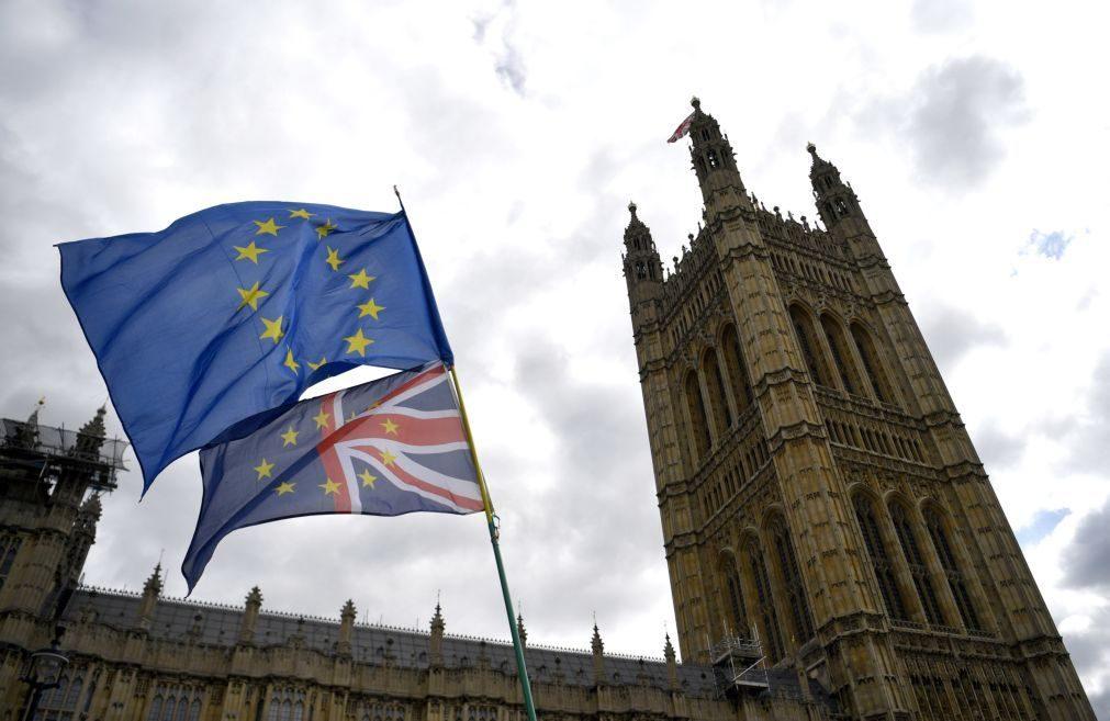 Brexit: Voto crucial sobre legislação para novo adiamento prevista para depois das 21:00 horas