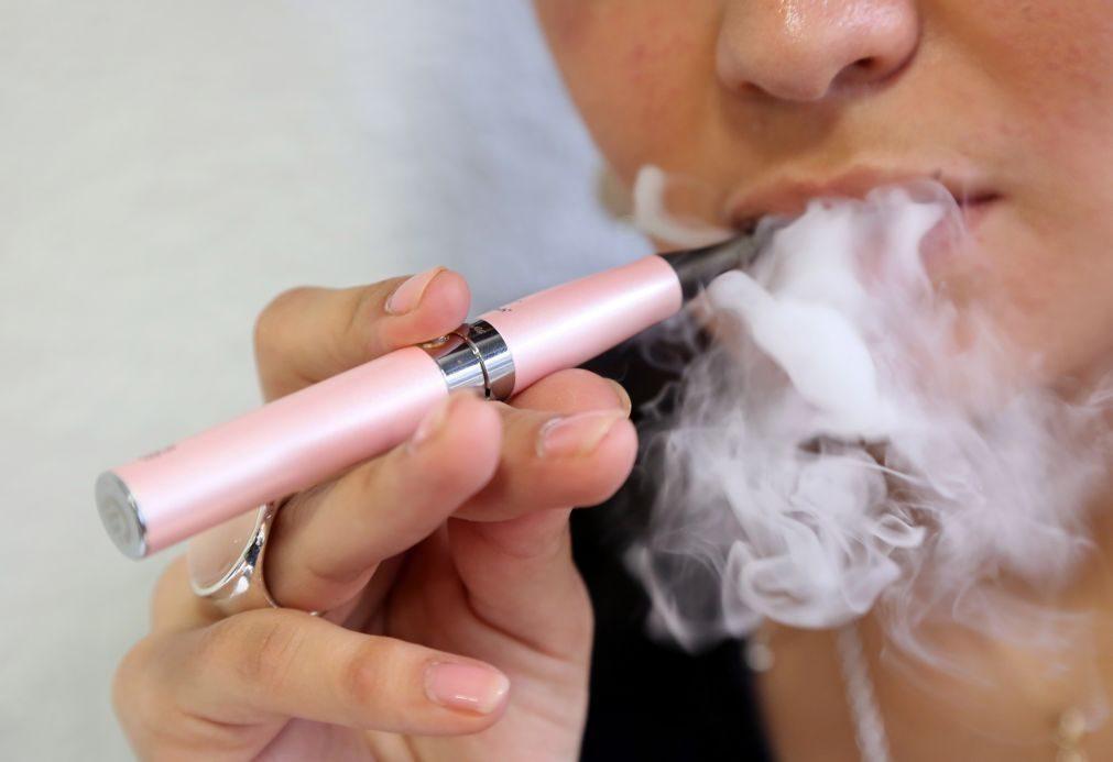 Autoridades pedem às pessoas para deixarem de usar cigarros eletrónicos