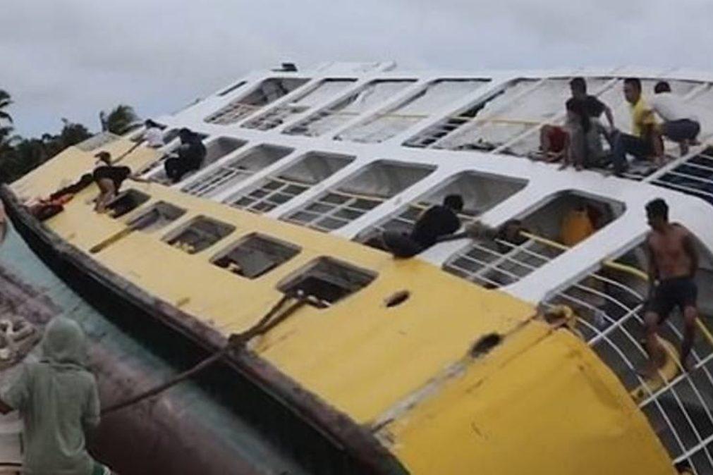 Ferry naufraga nas Filipinas e dezenas de pessoas são salvas [vídeo]