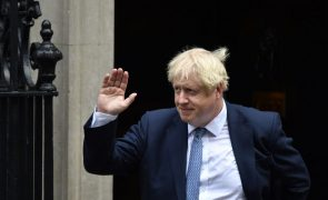Boris Johnson vence com maioria absoluta