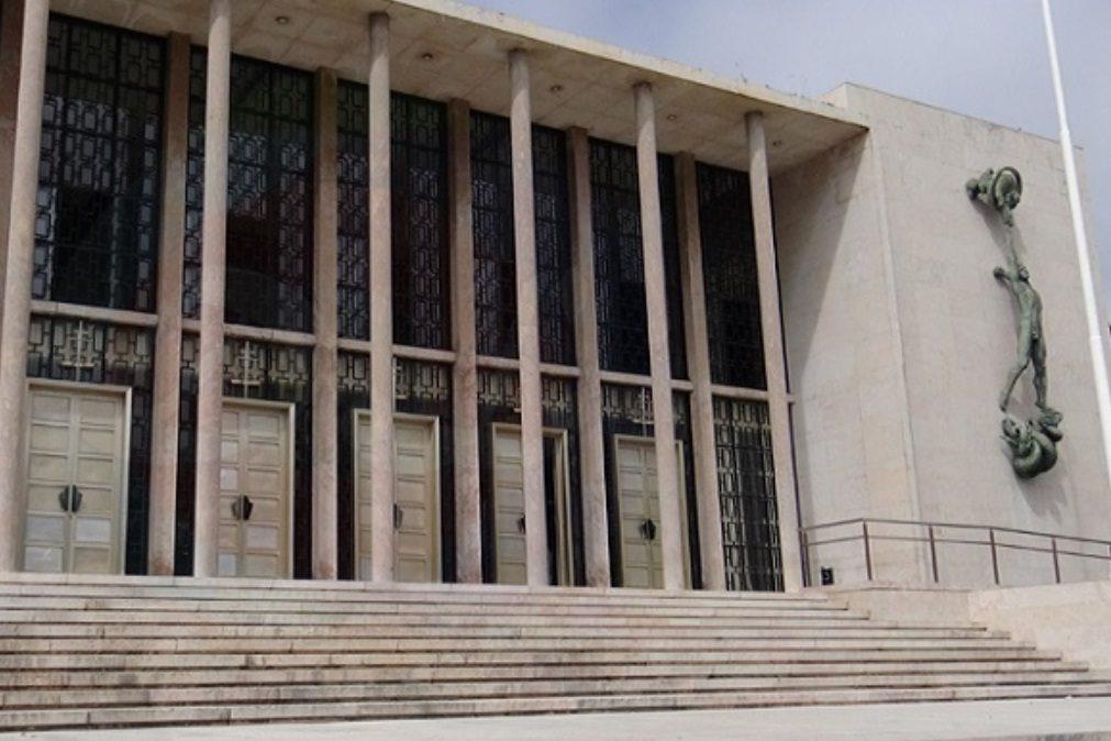 Médico condenado por abusar de doentes está em fuga