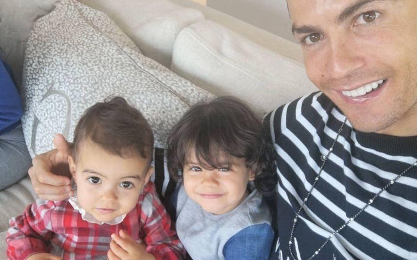 A bebé da discórdia Alana Martina tem dotes para a dança e para o futebol. E agora?