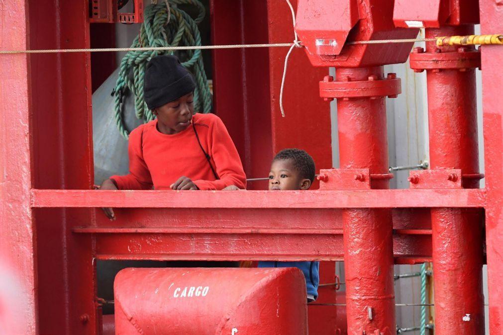 Organizações humanitárias resgataram 74 migrantes no Mediterrâneo