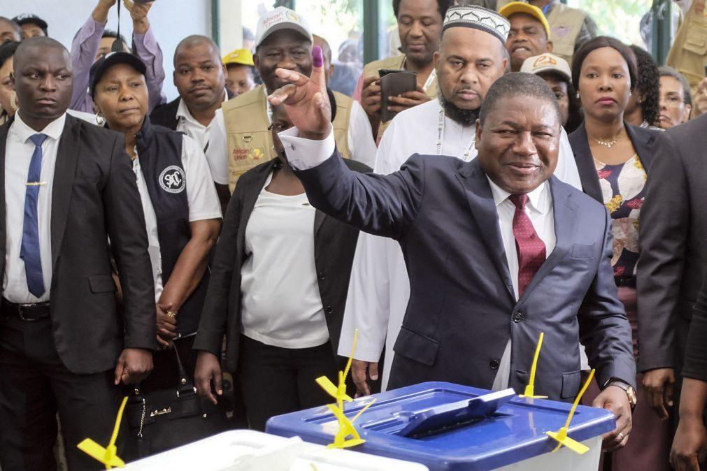 Moçambique/Eleições: Presidente e candidato abre votação que já decorre em todo o país