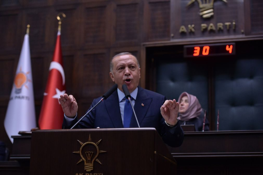 Síria: Erdogan exclui qualquer negociação com forças curdas