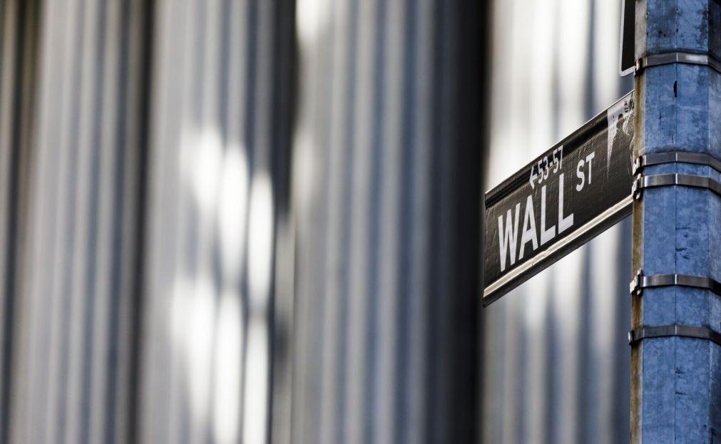 Wall Street fecha com ligeira descida