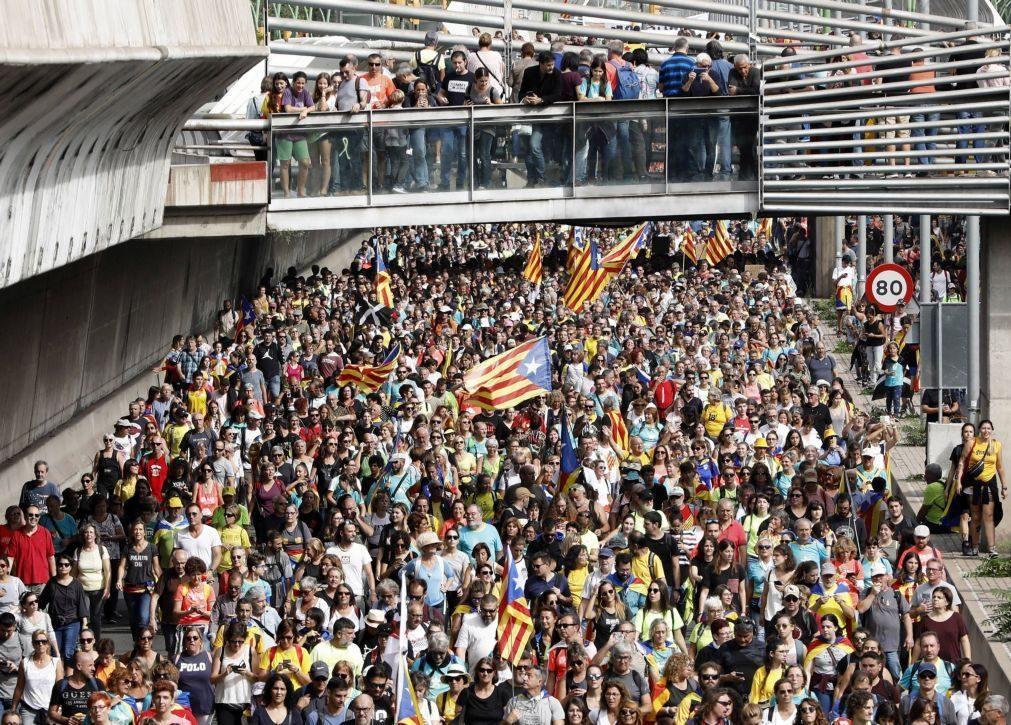 Catalunha: Dezenas de milhares de pessoas manifestam-se em Barcelona
