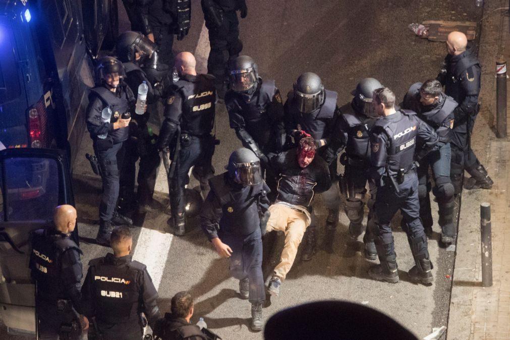 Pelo menos 22 detidos e 89 feridos em confrontos na Catalunha