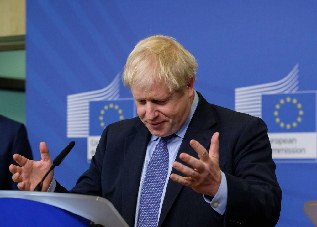 PM britânico desafia lei e recusa pedir adiamento do 'Brexit'