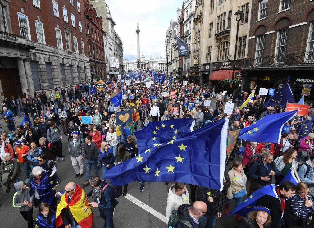 Brexit: Centenas de milhares concentram-se em Londres contra saída da UE