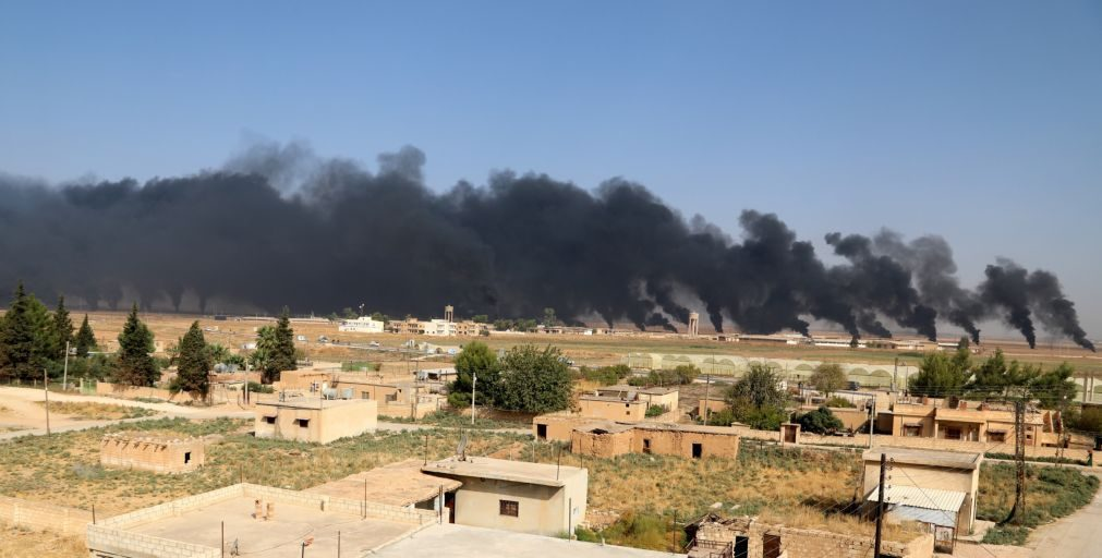 Comboio humanitário saiu da cidade sitiada de Ras al-Ain, na Síria