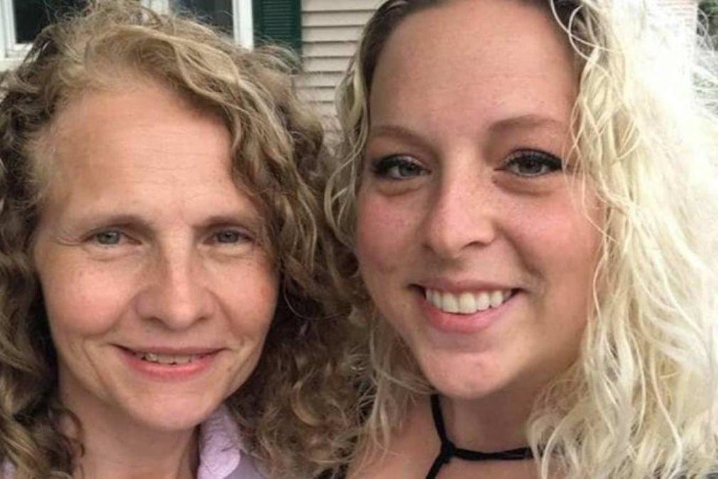 Mulher descobre que vizinha é a sua irmã biológica desaparecida