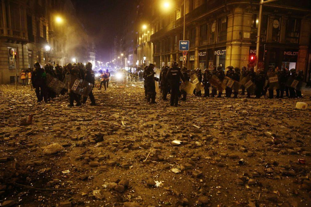 Catalunha: Manifestações provocam 199 detidos e 289 polícias feridos numa semana