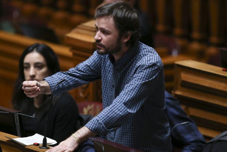 BE pede apreciação parlamentar da redução da TSU para empresas que pagam salário mínimo