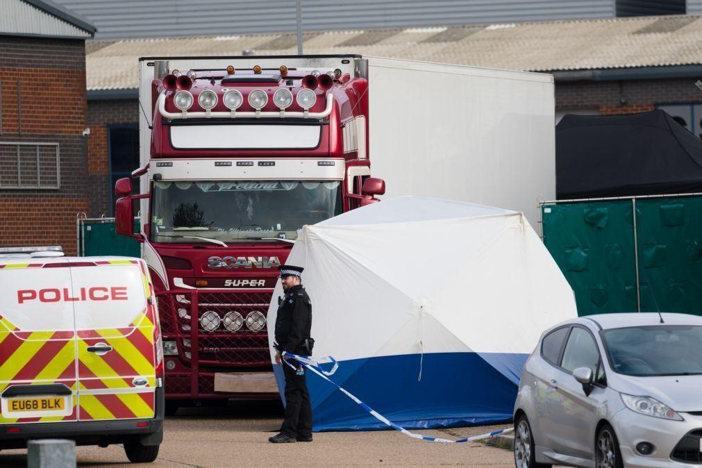 Polícia faz buscas na Irlanda do Norte após descoberta de 39 corpos em camião