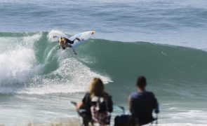 Primeiras classificadas do 'ranking' mundial de surf discutem 'meias' em Peniche