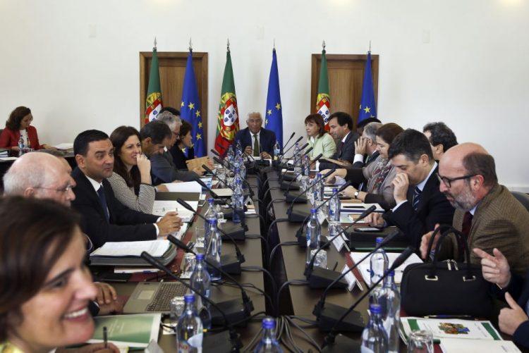 Conselho de Ministros aprova salário mínimo de 2017 por via eletrónica