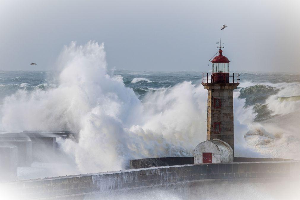 Seis distritos do continente sob aviso laranja devido à agitação marítima