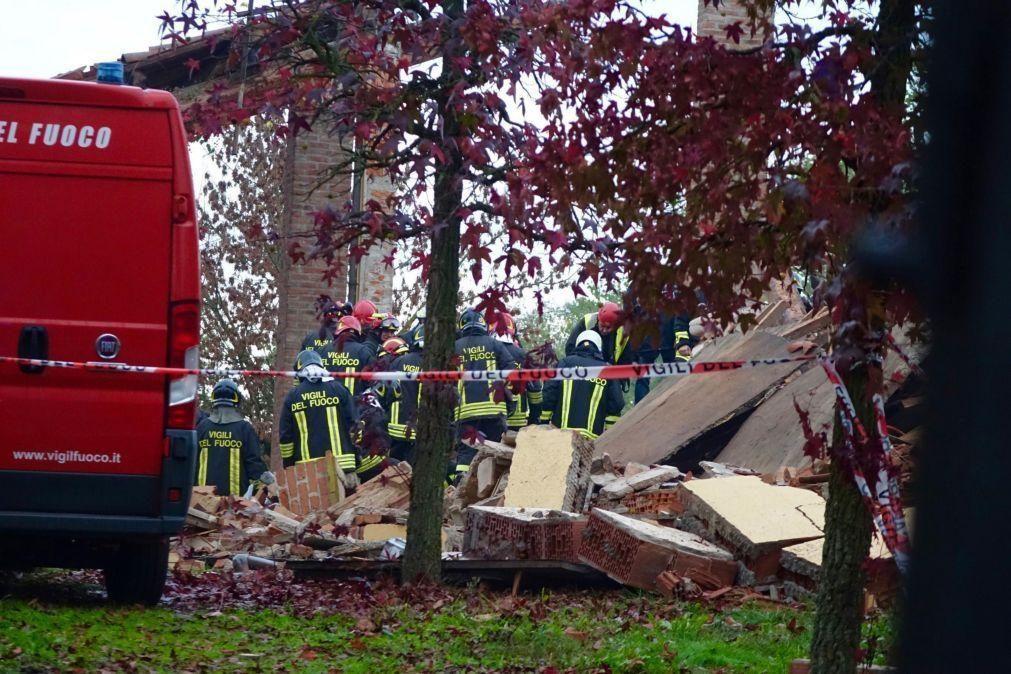 Três bombeiros italianos morrem após explosão em prédio
