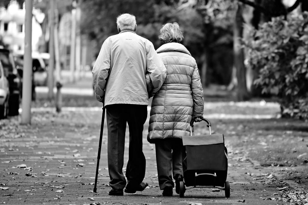 Em Portugal, com que idade morrem as mulheres? E os homens?