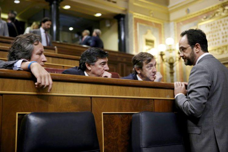 Governo espanhol e PSOE de acordo para subida de 8% do salário mínimo