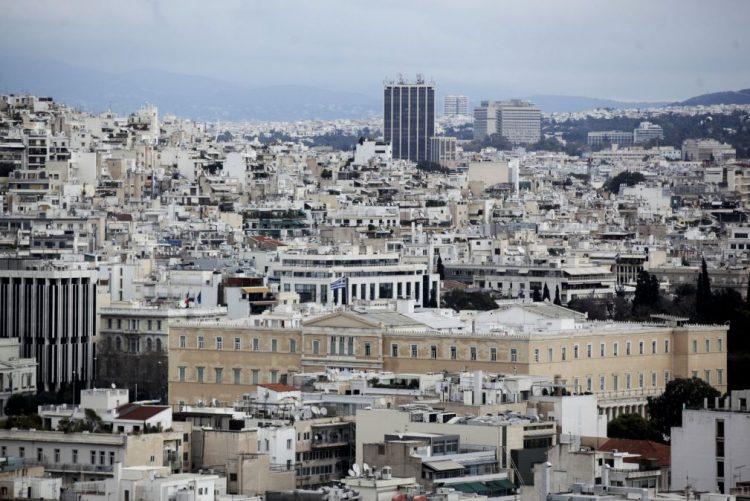 Jovens voluntárias portuguesas passam Natal com refugiados em Atenas