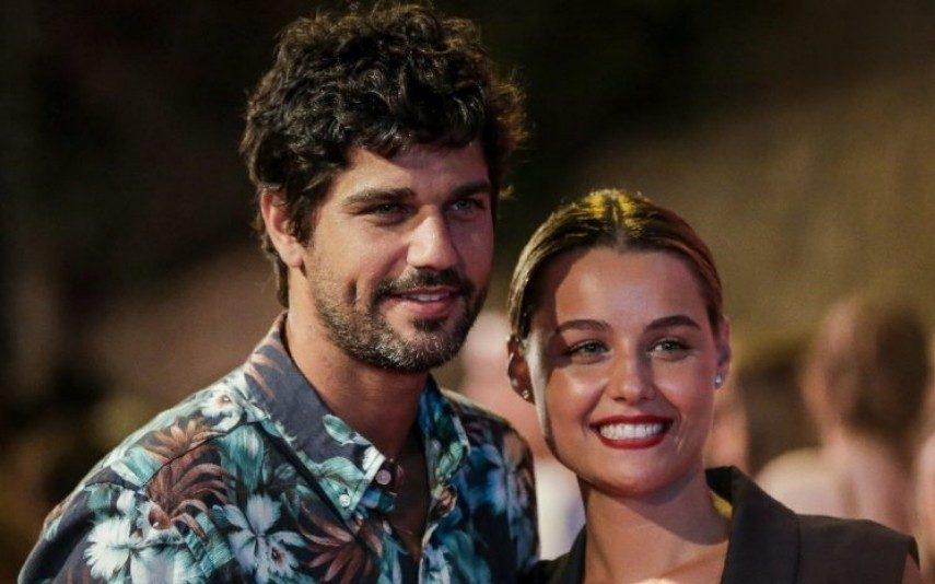 Kelly Bailey E Bruno Cabrerizo  Trocam galhardetes na Internet