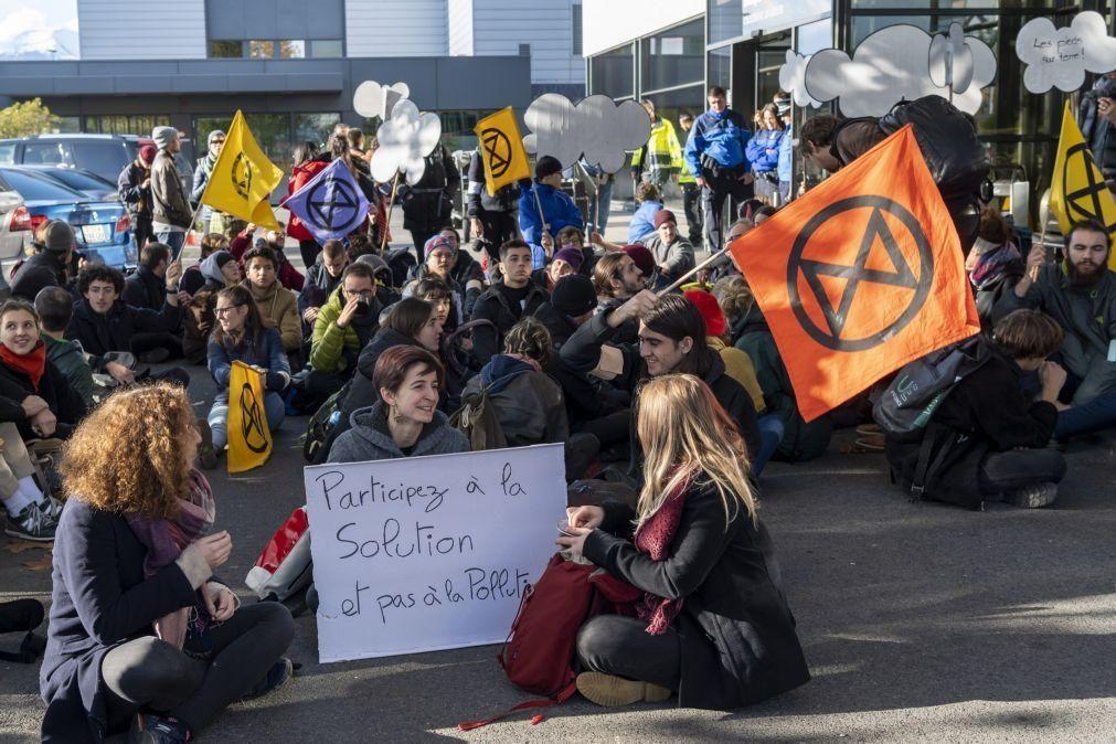 Manifestação ecologista no terminal de jatos privados de Genebra reúne uma centena de pessoas