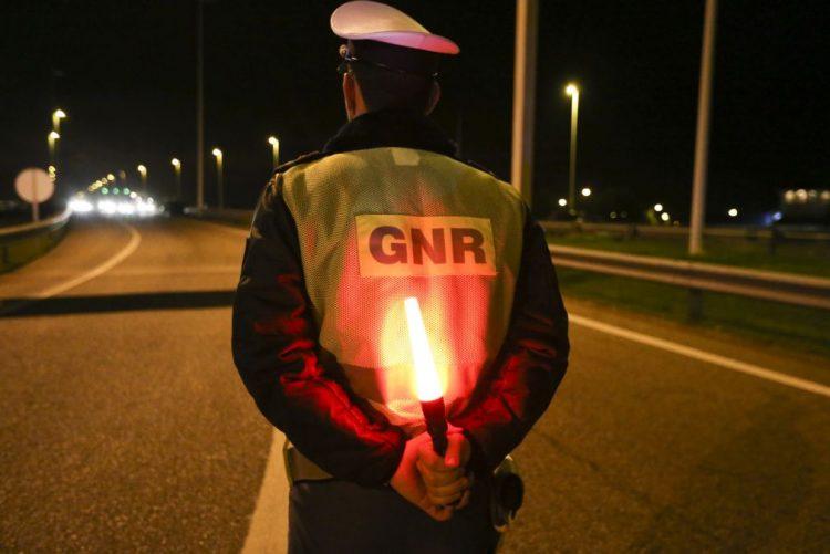 GNR deteve 28 pessoas e registou 126 acidentes desde sexta-feira à noite