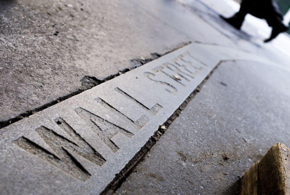 Wall Street mista a aguardar novidades na 'guerra' comercial EUA - China