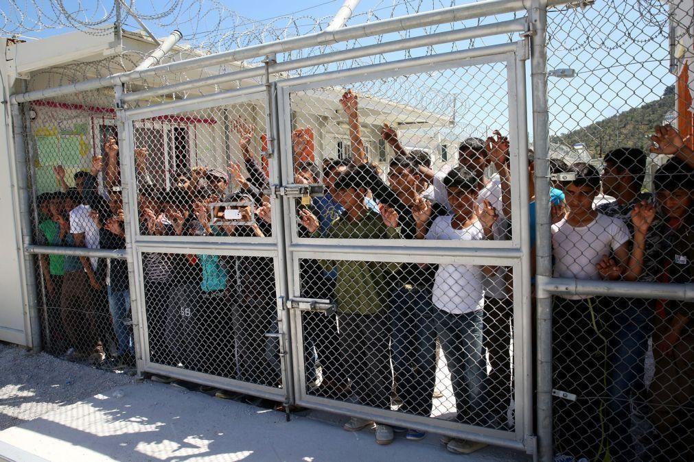 Grécia vai fechar os três maiores campos de refugiados nas ilhas do Mar Egeu