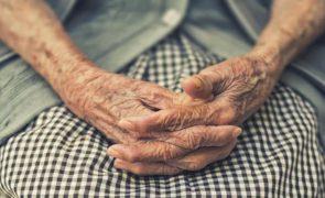 Homem detido após 3 meses a roubar jóias a idosas na rua
