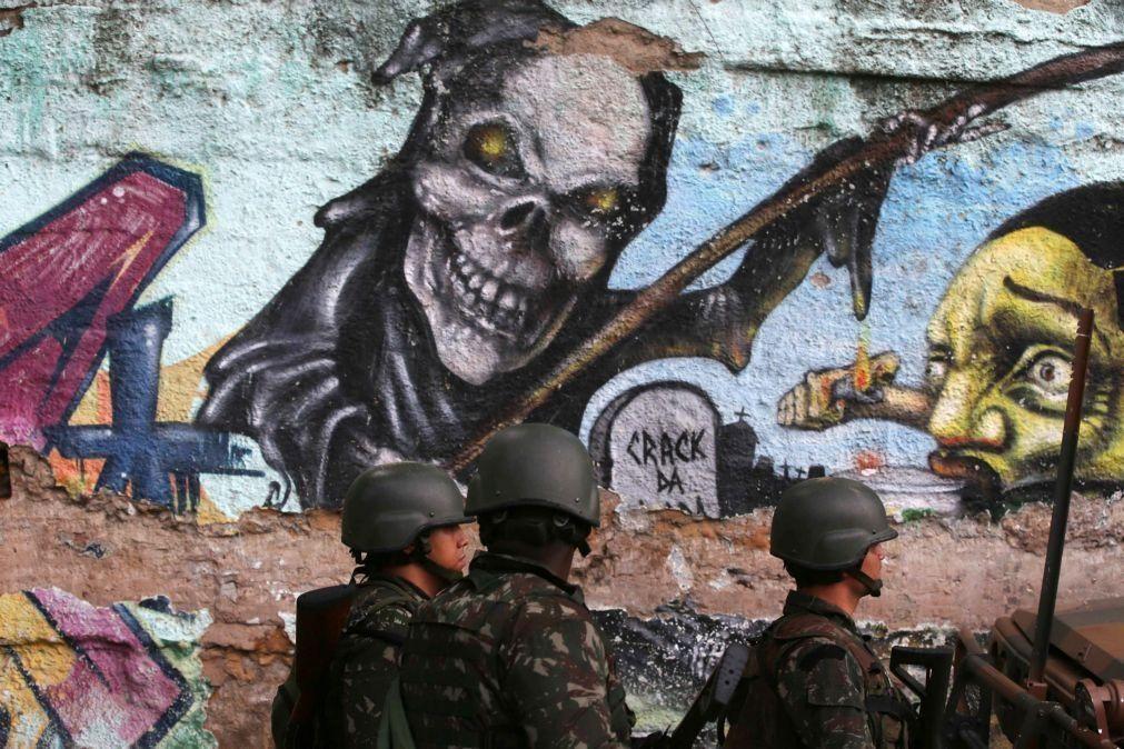 Filhos assassinados, balas perdidas, casas invadidas: a realidade das favelas do Rio de Janeiro
