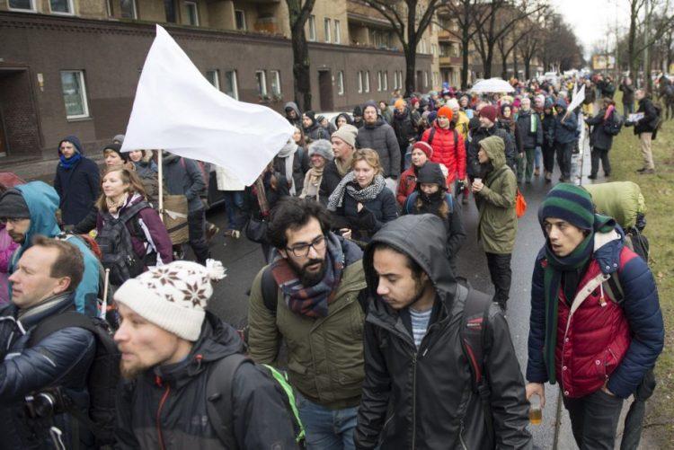 Síria: Ativistas pela paz iniciam em Berlim marcha a pé com destino a Alepo