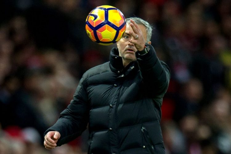 Chelsea reforça liderança e Mourinho soma quarto triunfo seguido em Inglaterra